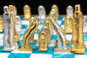 salvador dali chess set
