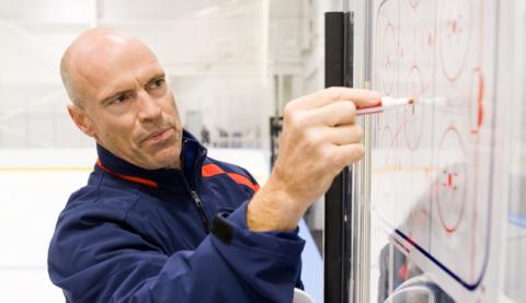 Mark_Messier_-_Coaching.JPG